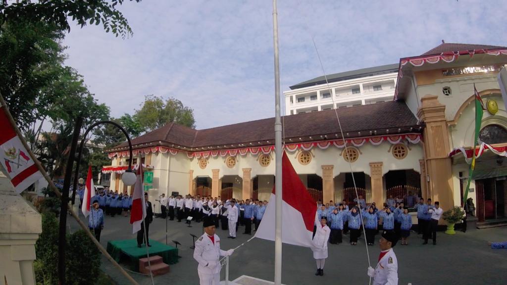 Upacara Bendera memperingati HUT Kemerdekaan Republik Indonesia ke 72 di Pengadilan Negeri Surabaya