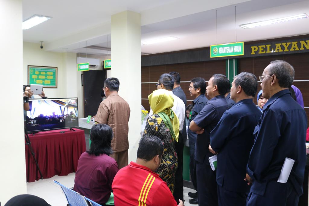 Teleconference PN Surabaya dengan Dirjen Badilum dalam rangka Launching PTSP se Jawa Timur